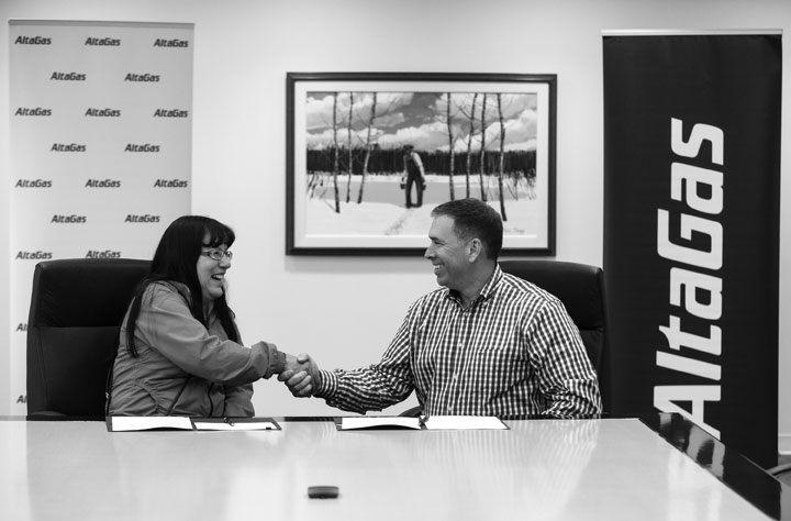 Halfway River First Nation Chief Darlene Hunter and President and CEO of AltaGas David Harris celebrate after signing a ten-year Comprehensive Relationship Agreement in Calgary. The agreement provides the framework for consultation, financial benefits, community investment, employment opportunities, and support for a wildlife study in HRFN's traditional territory. Photographer: Todd Korol