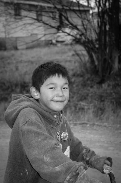 Little boy in Attawapiskat, photo by Danny Beaton